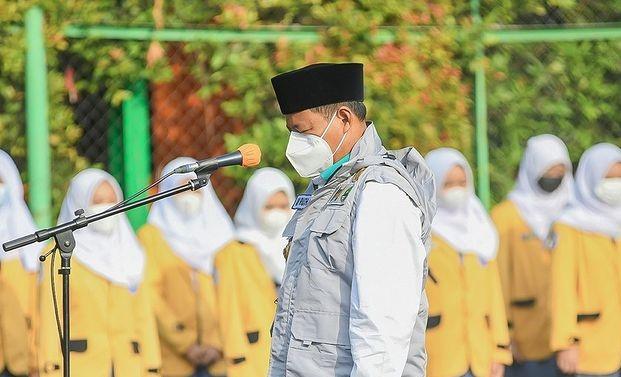 Wakil Gubernur (Wagub) Jawa Barat (Jabar) Uu Ruzhanul Ulum meminta kepada guru meluangkan waktu selama PTM untuk menyampaikan pesan-pesan moral dan akhlak kepada para siswa. Dok: Instagram @ruzhanul.