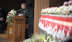 Dalam perayaan hari jadi Bandung ke-211, Gubernur Jawa Barat Ridwan Kamil berharap Kota Bandung dapat beradaptasi dengan mulus terhadap pandemi COVID-19 dan revolusi industri 4.0.