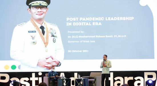 Gubernur Jawa Barat, Ridwan Kamil bicara soal tips menggaet perhatian dan simpati Generasi Z (Genzi) dalam diskusi kepemimpinan di era digital pasca-pandemi di hadapan ribuan kader Partai Amanat Nasional di Bali, Selasa (5/10/2021). Dok: humas.jabarprov.go.id