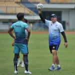 Menjelang seri kedua Liga 1 2021/2022, pelatih Maung Bandung, Robert Rene Alberts mulai menurunkan intensitas latihan guna menjaga kondisi saat menghadapi Bhayangkara FC, Sabtu (16/10/2021). Dok: persib.co.id.sib